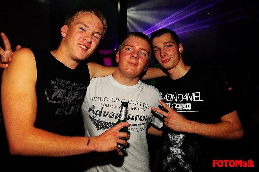Denkmal-Shirt-2-im-Club